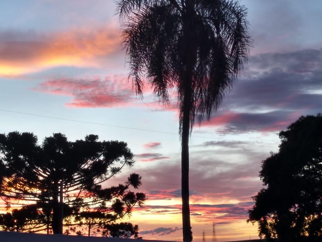 Lindo pôr do sol no Sítio Yara, em Faxinal (PR)