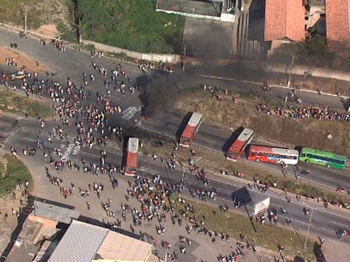 Manifestações na BA - Caminhoes - 03/07 - BR-381
