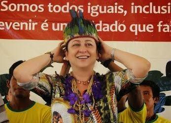 Katia Abreu - cocar