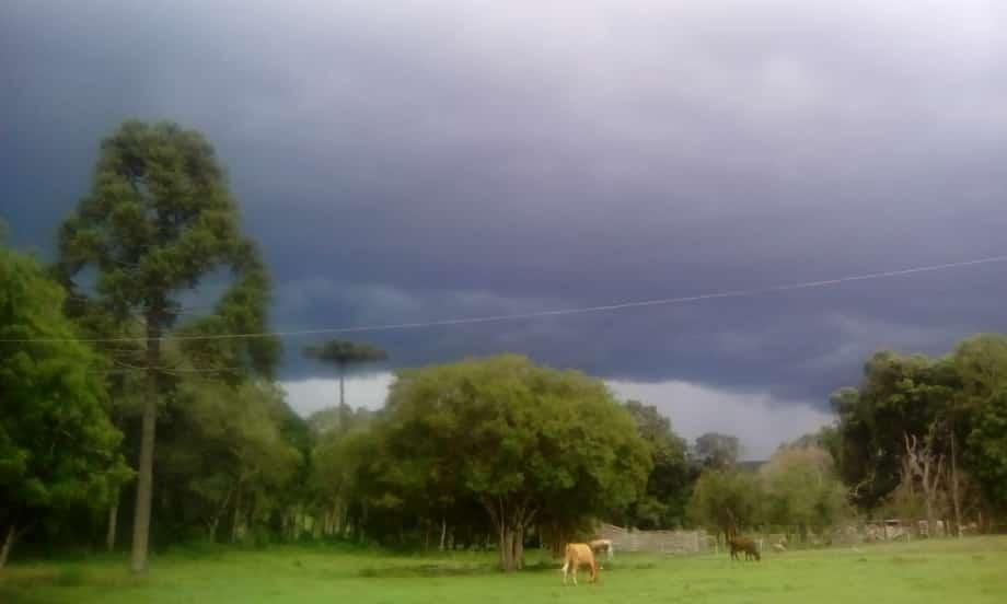 Temporal se aproximando em Itaiópolis (SC). Envio de Paulo Adamek