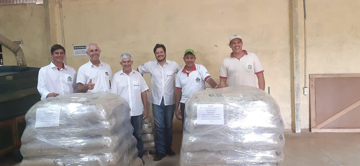 Produtores cooperados da COCENPP enviaram as sacas de cafés especiais para a Espanha às vésperas do Natal. Crédito: Divulgação COCENPP.
