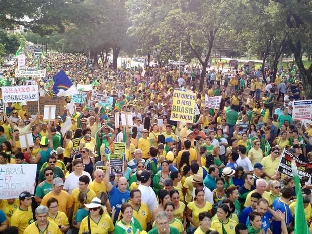 Protestos - Manifestantes em ato contra a corrupção em Campo Grande (MS) (Foto: Adriel Mattos / G1 MS)
