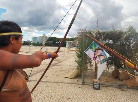 Kátia Abreu alvo dos índios