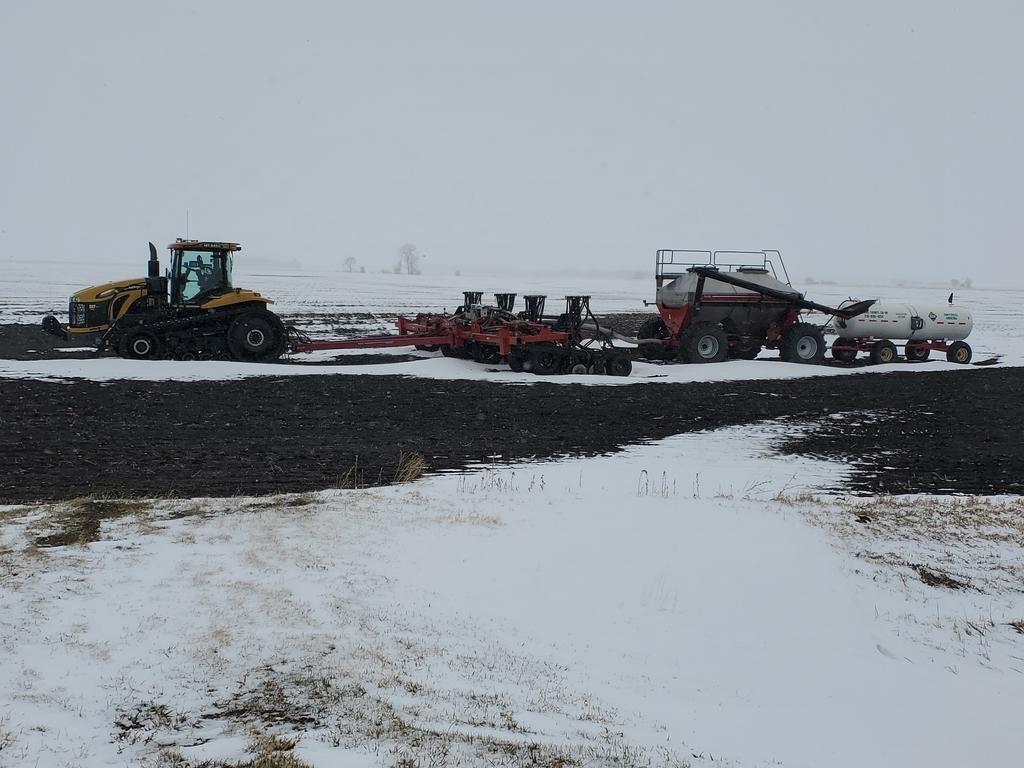 Neve antes do plantio em Minnesota - Abril 2021