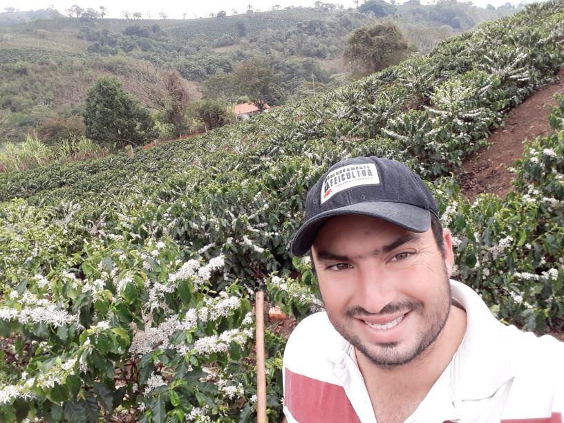 Florada do café na fazenda penha 2 do proprietário Rafael Santos em Conceição da Aparecida (MG).