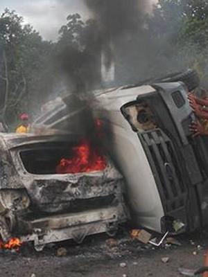 Incêndio casas de indígenas tupinambá 9
