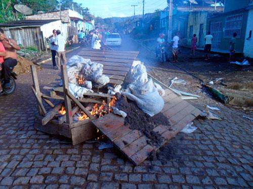 Incêndio casas de indígenas tupinambá  6