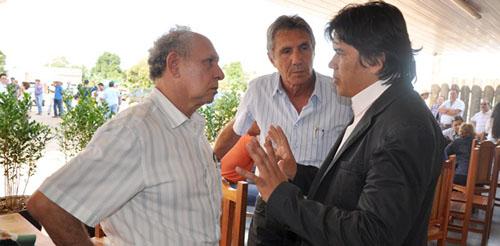 Vereador Cledinaldo faz intermédio e entrega caminhonete de Ricardo Bacha que estava presa na fazenda