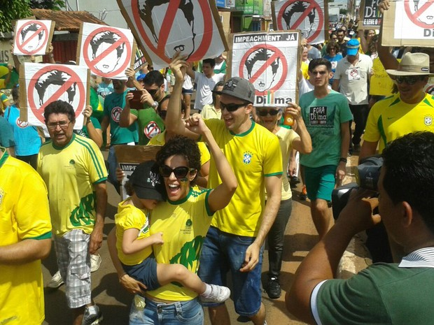 Protestos - Manifestações contra o governo marcou a manhã em Araguaína (TO) (Foto: Lucas Ferreira / TV Anhanguera)