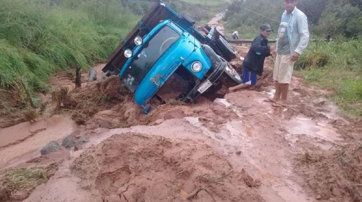 Caminhões encalham em estradas do Paraguai - Foto: Ultima Hora