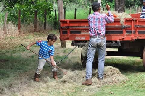 Imagem do Dia - Eduardo Vicentini Lorente e Augusto na Fazenda Fortaleza em Riolândia (SP). Envio de Diogo Vicentini