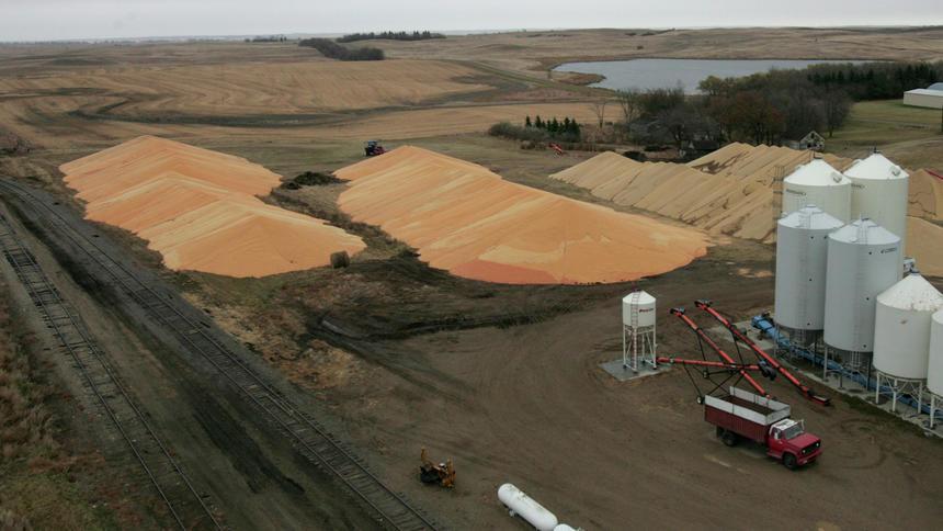 Pilhas de soja e milho nos EUA