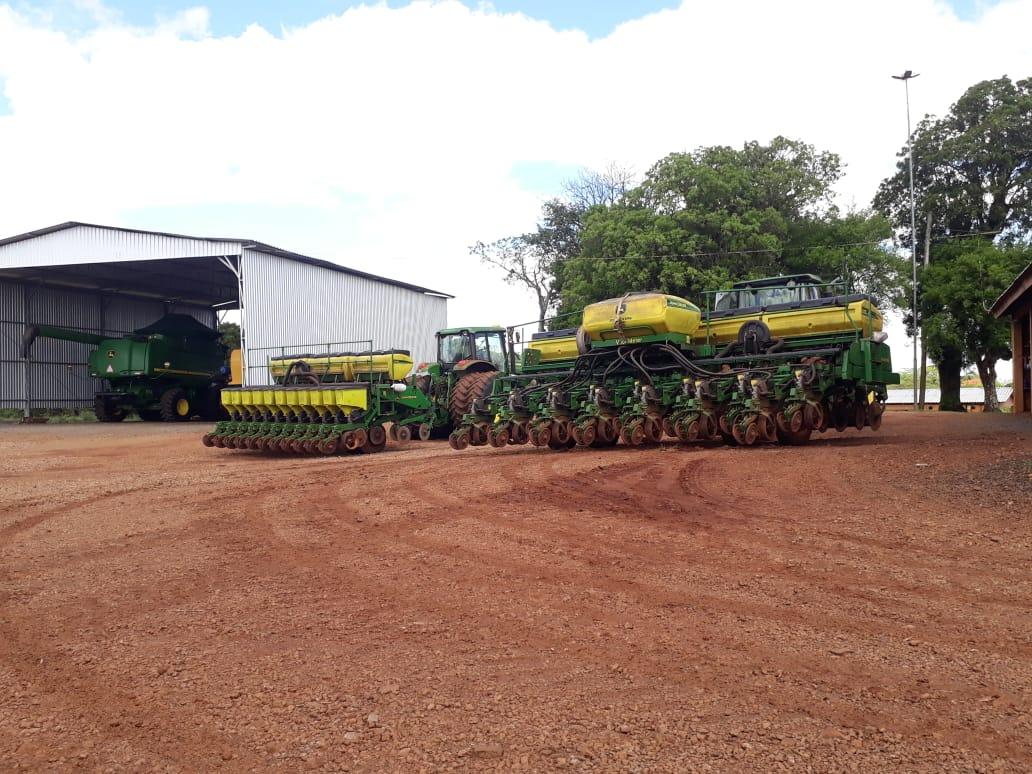 Preparando maquinário para inicio do plantio da soja em Campinas do Sul (RS). Envio do consultor Lucas Ramos