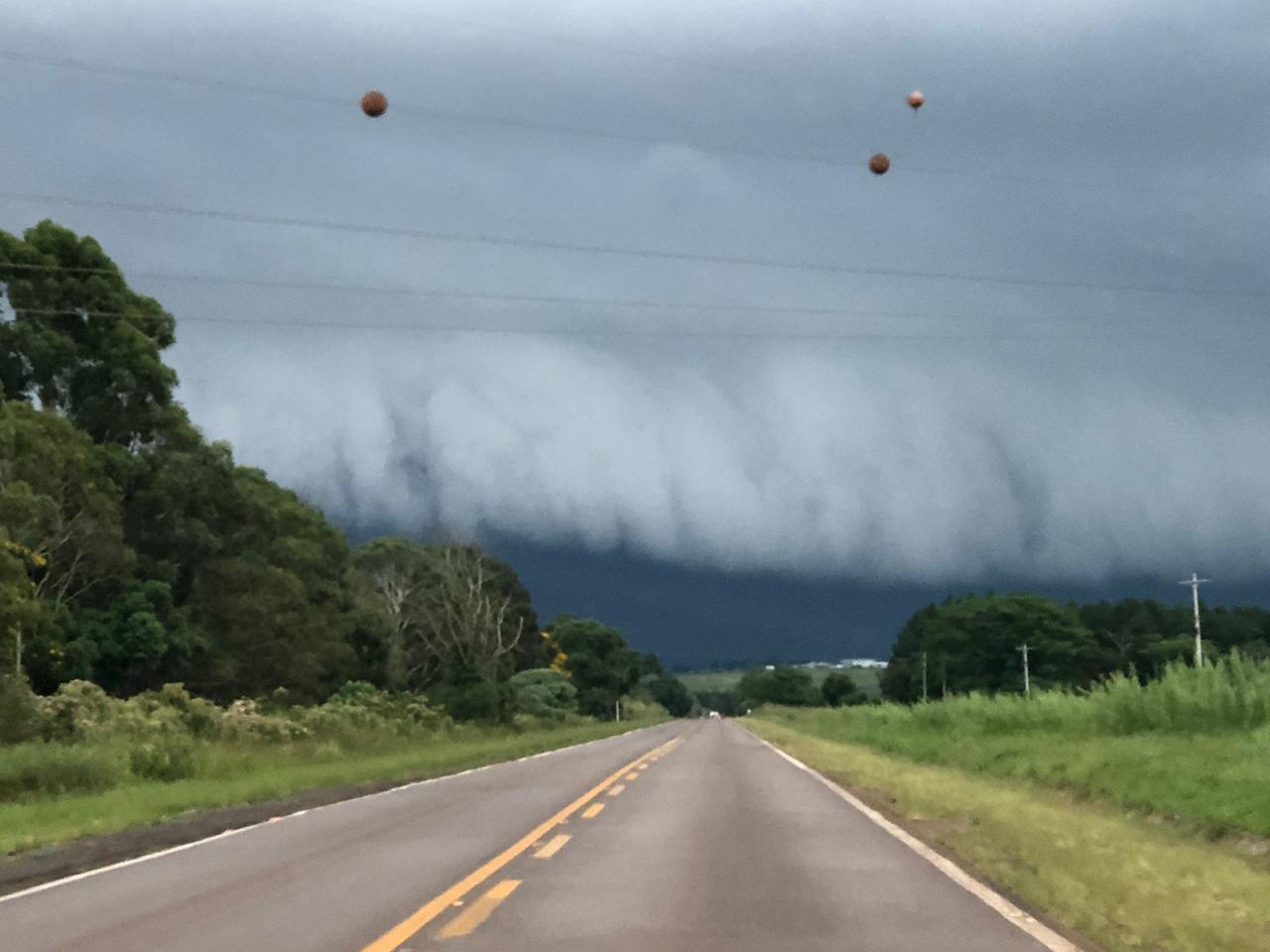 Tempestade próxima de Passo Fundo/RS, foto do Engenheiro Agrônomo Carlos R. Dellavalle Filho.
