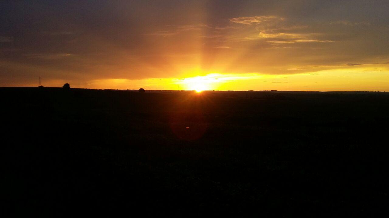 Pôr do sol em Bela Vista do Paraíso (PR). Envio de Mauro Rodrigues