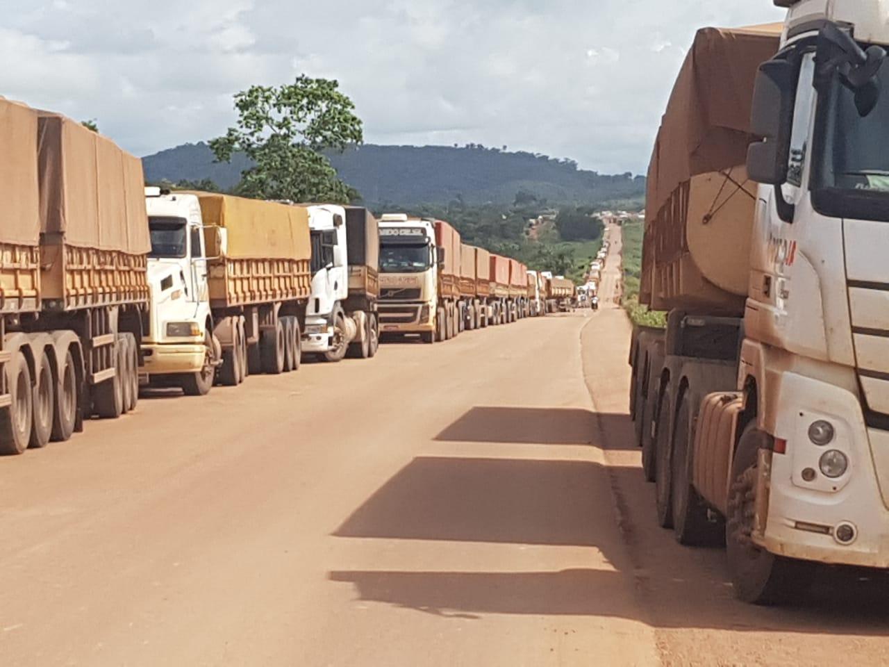 Caminhões parados em Novo Progresso/PA