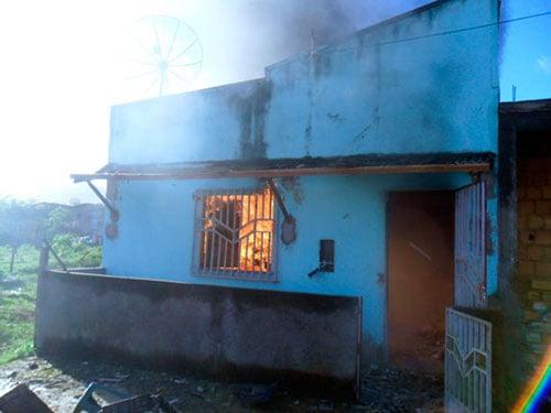 Incêndio casas de indígenas tupinambá 5