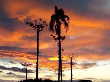 Pôr do sol no estado de Santa Catarina . Envio de Paulo Marcelo Adamek