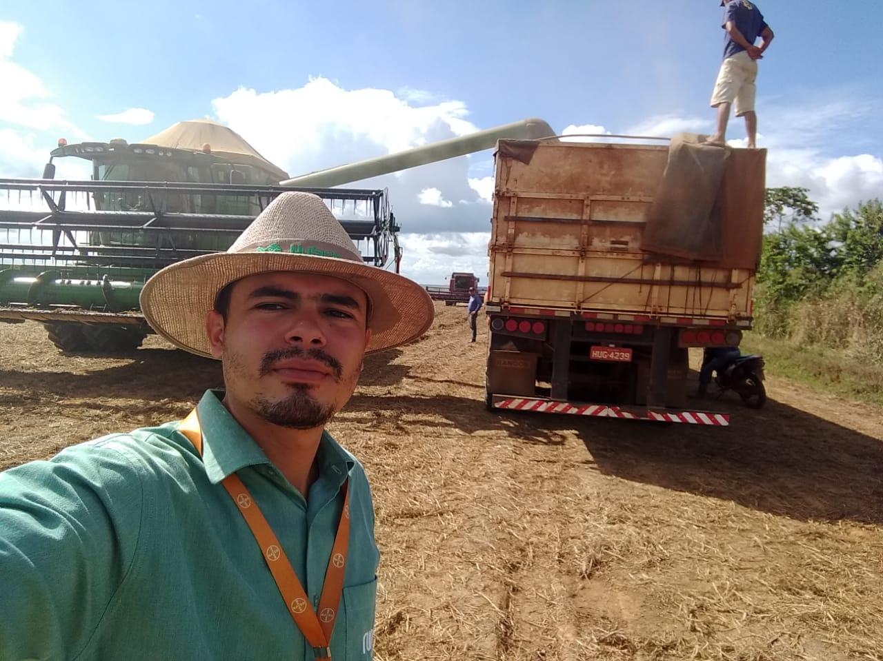 Finalizando colheita de soja em Buriticupu (MA). Envio de Stenio Carvalho.