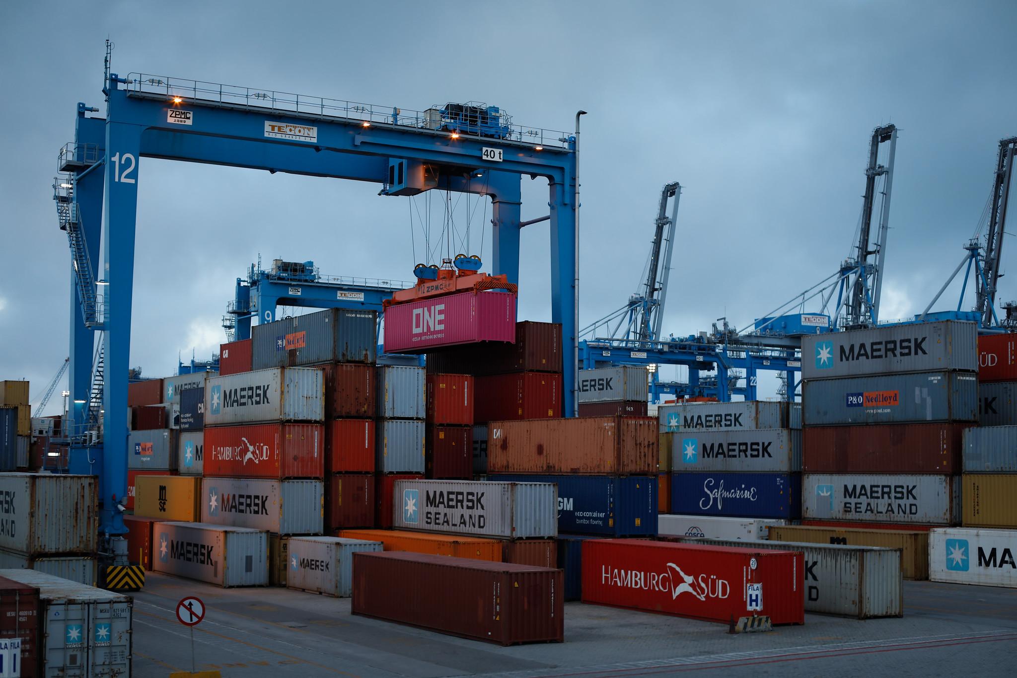 foto cna exportação contêiner porto