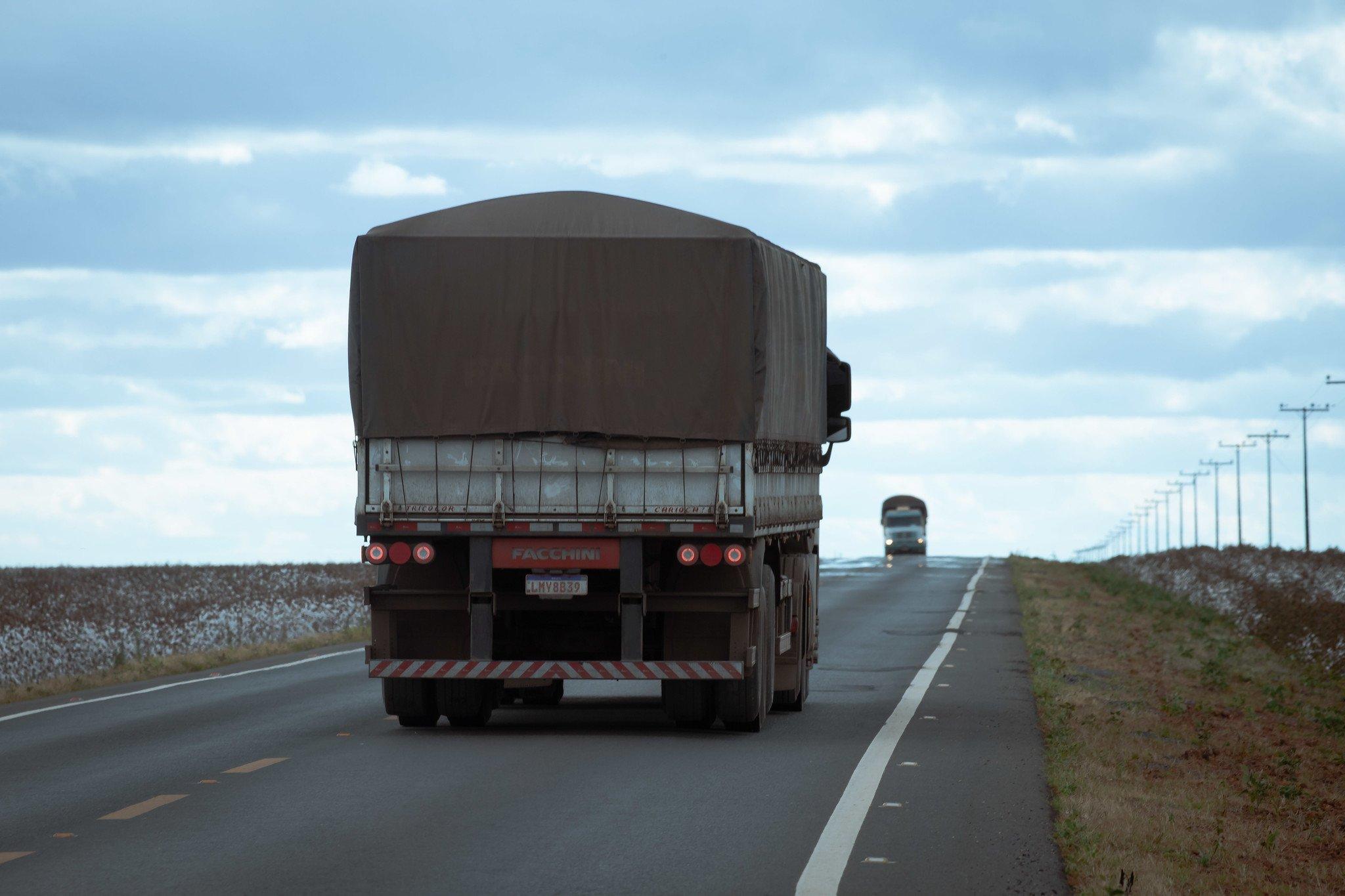 foto cna estrada caminhão logística