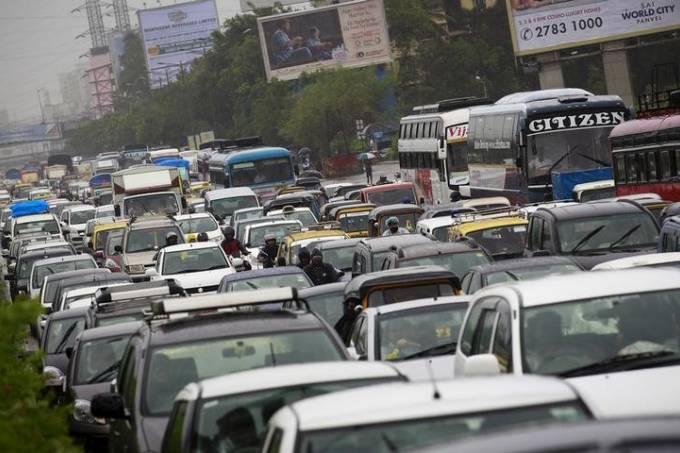 Trânsito em Mumbai/Índia - Foto: Danish Siddiqui/Reuters