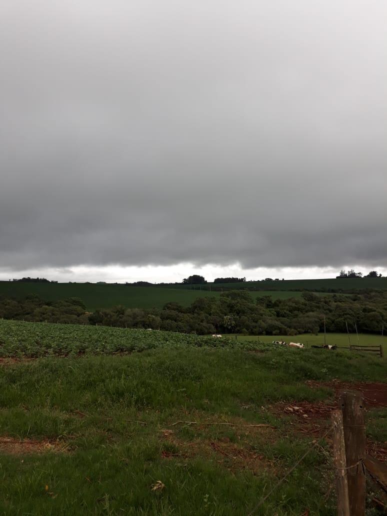 Temporal chegando na Agropecuária Jacomina em Cruz Alta (RS)