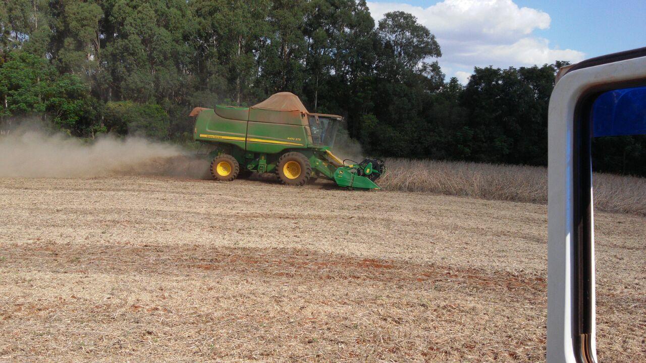 Finalizando a colheita da soja na Fazenda Idalina em Jacutinga (RS), do proprietário Avelino Ricardo Menegaz