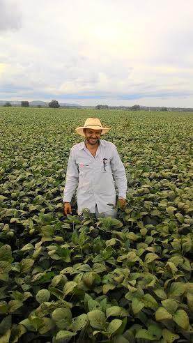 Imagem do dia - Produtor Cláudio em sua propriedade em Unaí (MG). Envio de Marcelo Nunes