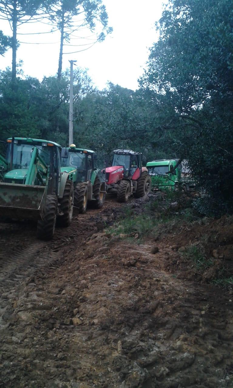 Tirando batata fazenda de Palmas (PR) - Grupo Igarashi de Papanduva (SC). Envio de Antônio Barabach