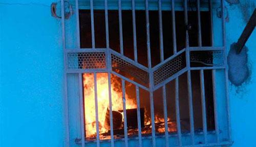 Incêndio casas de indígenas tupinambá