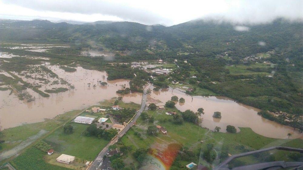 Chuva causa alagamentos e estragos na Grande Florianópolis
