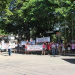 Greve PR - Professores fizeram um protesto no centro de Nova Esperança (Foto: Divulgação/ Hauney Malacrida e Douglas Farias/Jornal Noroeste)