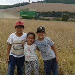 Lavoura de Soja em Luminárias (MG), na Fazenda Vera Cruz. Na imagem Vinicius, Helena e Tiago