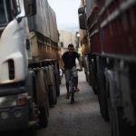 Caminhões parados na BR-163, em Lucas do Rio Verde (MT). Imagem da agência Reuters