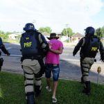 Greve RS - Com escudos, bombas de gás lacrimogêneo e balas de borracha, o policiamento dispersou o grupo na beira da rodovia, arrancou faixas e efetuou prisões. Foto: Ronaldo Bernardi/Agencia RBS