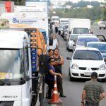 Greve RS - Protesto dos caminhoneiros na ERS-122 em Caxias do Sul, na tarde desta terça. Foto: Felipe Nyland / Agencia RBS