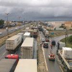 Greve CE - Paralisação de caminhoneiros deixou BR-116 paralisada na quarta-feira (Foto: Gioras Xerez/G1 Ceará)