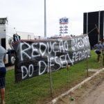 Greve RS - Faixas foram espalhadas durante protesto em Camaquã. Foto: Ronaldo Bernardi/Agencia RBS