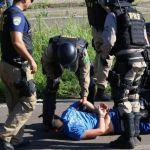 Greve RS - De acordo com a PRF, que utilizou bombas de efeito moral, duas pessoas foram detidas. Foto: Tadeu Vilani / Agencia RBS