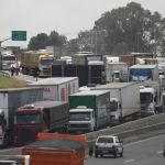 Acesso ao Ceasa, em Curitiba, também ficou restrito em parte do dia nesta segunda-feira (23) - Jonathan Campos / Gazeta do Povo