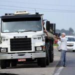 Greve RS - Concentração dos caminhoneiros ocupou as margens do quilômetro 397 da BR-116. Foto: Ronaldo Bernardi/Agencia RBS