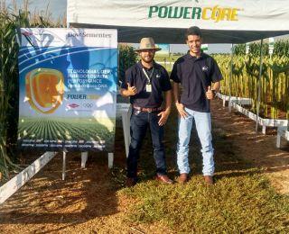 Vanderlei Gomes e Maycon Douglas em Santa Cruz do Rio Pardo (SP)