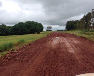 Estragos causados pelas chuvas na estrada em Dourados (MS)