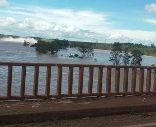 Rio Paranapanema, na ponte que liga Paraná e São Paulo. Enviado por Paulo Buffalo