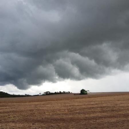 Chuva em Formosa (GO). Envio de Júlio Schneider