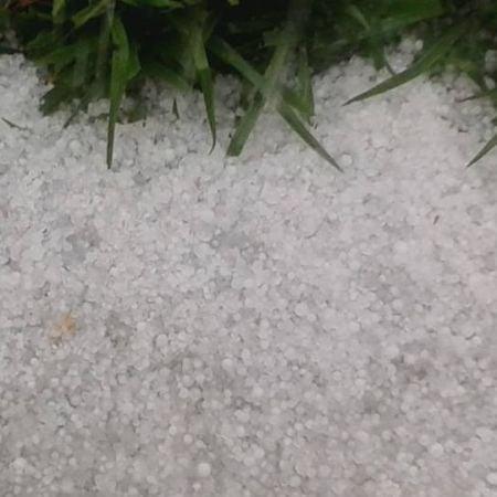 Chuva de granizo em Patrocínio (MG) nesta quinta-feira (13) - Foto: Reprodução/Redes Sociais