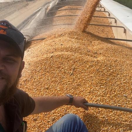 Samuel Elias Beier no carregamento de milho na Fazenda Moringa no oeste da Bahia