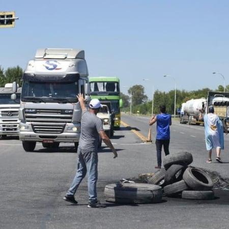 Mobilizações nas estradas da Argentina - Fotos: Reprodução/Twitter La Nacion