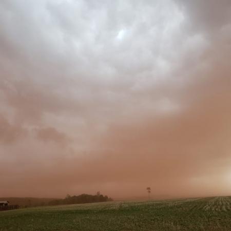 Tempestade de vento e poeira em Nueva Esperanza - Paraguay. Envio de Solange Conradi